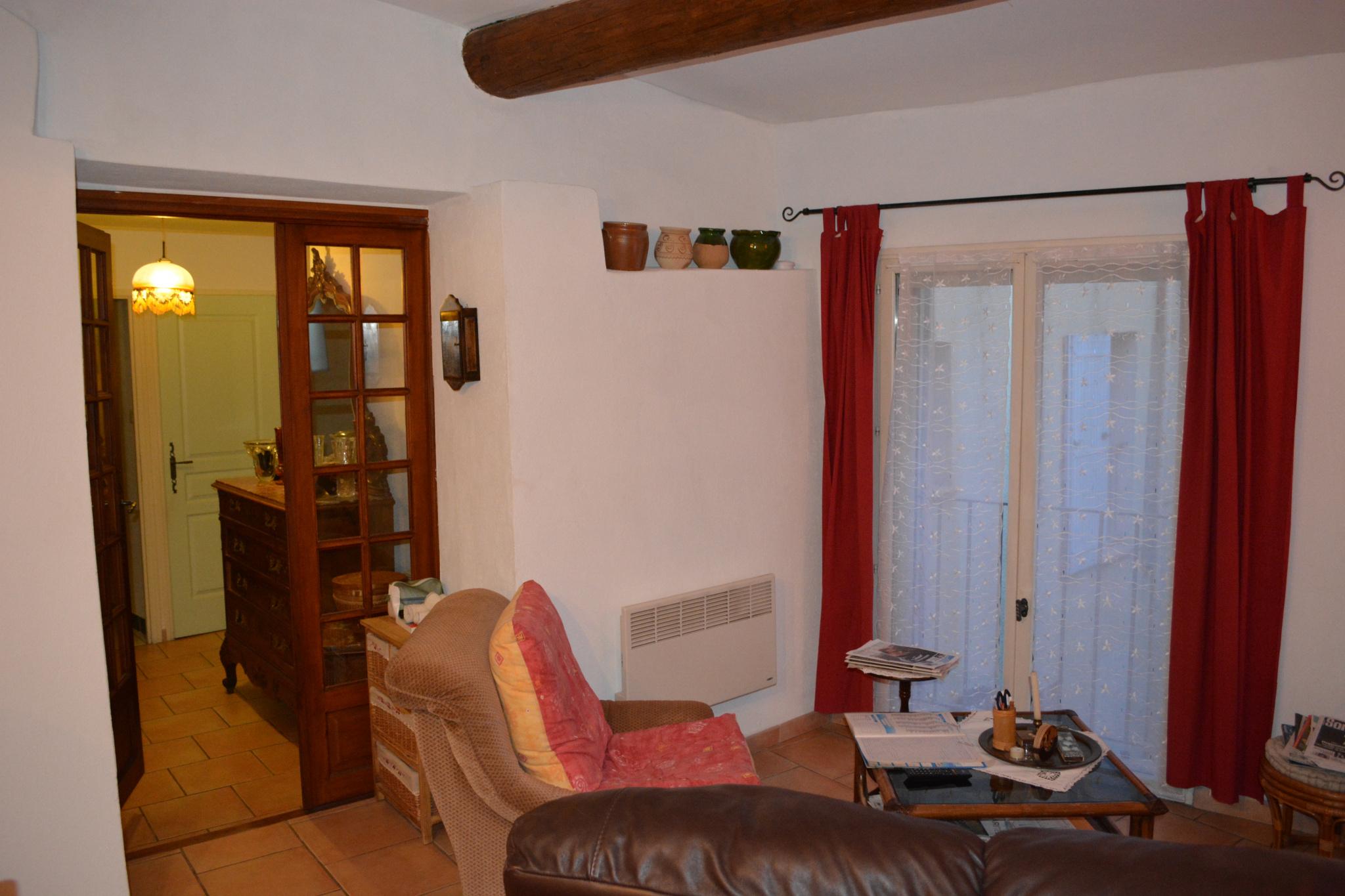 vente appartement avec locataire au coeur du village. Black Bedroom Furniture Sets. Home Design Ideas